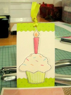 making birthday cards cupcake